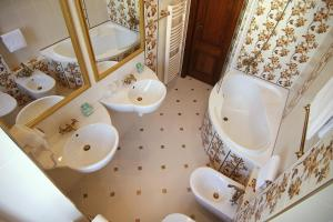Ванная комната в Green Garden Hotel