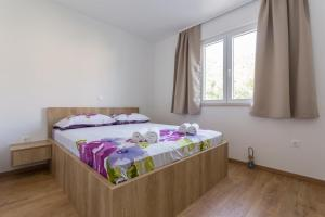 A bed or beds in a room at Apartments with a parking space Mlini, Dubrovnik - 15520