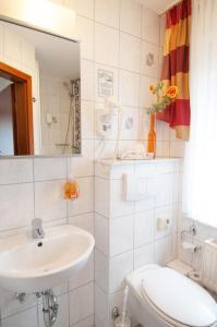 Ein Badezimmer in der Unterkunft Café und Pension Höpen Idyll