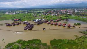 A bird's-eye view of Shwe Inn Tha Floating Resort