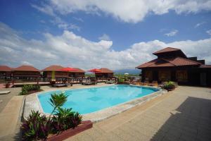 The swimming pool at or near Shwe Inn Tha Floating Resort