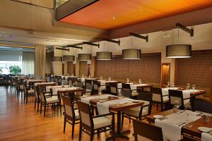 A restaurant or other place to eat at Hilton Toronto