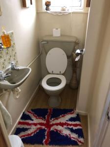 A bathroom at 2 Stubbs Close