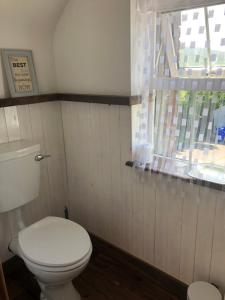 A bathroom at Ocean View B&B