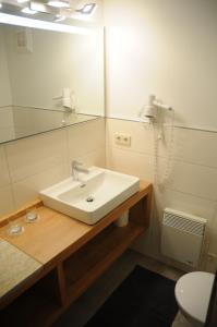 A bathroom at Gästehaus Brugger