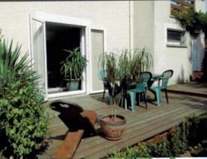 A porch or other outdoor area at Les Berges de l'Ô