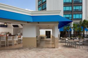 A restaurant or other place to eat at Four Points by Sheraton Orlando International Drive