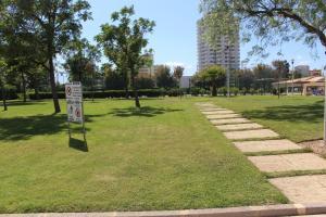 A garden outside Charme Paraíso Sol