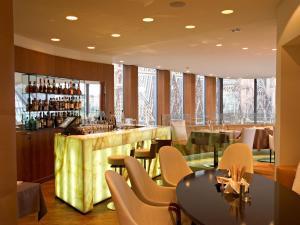 El salón o zona de bar de DO&CO Hotel Vienna