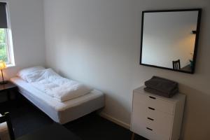 En eller flere senge i et værelse på Close But Quiet