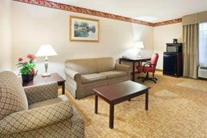 A seating area at Holiday Inn Express Winston-Salem, an IHG Hotel