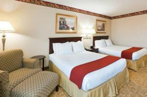 A bed or beds in a room at Holiday Inn Express Winston-Salem, an IHG Hotel