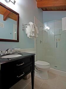 A bathroom at The Mammoth Creek Inn