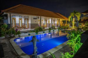Der Swimmingpool an oder in der Nähe von Summer Guesthouse Lovina