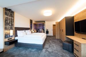 Ein Bett oder Betten in einem Zimmer der Unterkunft Arthur's Hotel am Achensee
