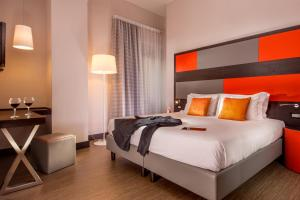 A bed or beds in a room at Hotel Cosmopolita