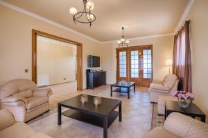 Część wypoczynkowa w obiekcie Royal Classico Villa