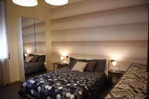 A bed or beds in a room at Il Duomo Salerno