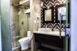 Ein Badezimmer in der Unterkunft Plaza Paitilla Inn