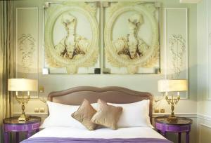 A bed or beds in a room at La Maison Favart