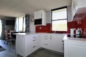 A kitchen or kitchenette at Beachfront 3, 25 Willow Street