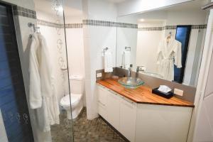 A bathroom at The Boathouse