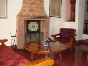 A seating area at Rancho Hotel Atascadero