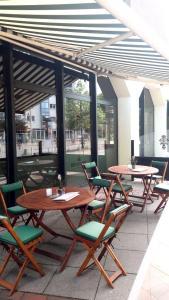 Ein Restaurant oder anderes Speiselokal in der Unterkunft Hotel Panorama Hamburg-Harburg