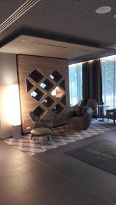 Ein Sitzbereich in der Unterkunft Hotel Panorama Hamburg-Harburg