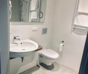 Łazienka w obiekcie Abton Hotel