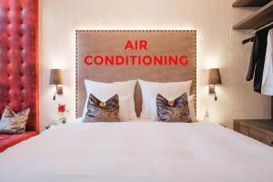 Ein Bett oder Betten in einem Zimmer der Unterkunft Eriks Hotel