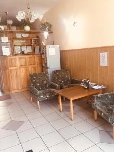 A seating area at Rózsakert Panzió