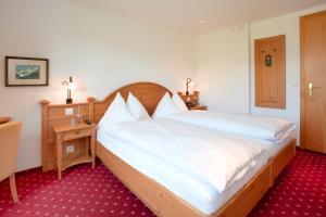 Кровать или кровати в номере Hotel Sonnenberg