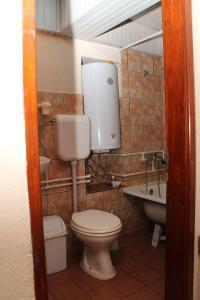 A bathroom at **ETNO Vila** - KRUSEVO