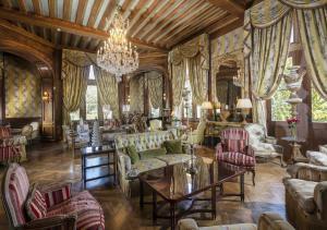 A restaurant or other place to eat at Château de Mirambeau - Relais & Châteaux