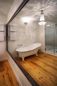 A bathroom at Casas de São Bento