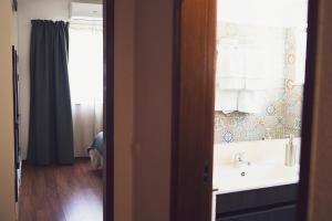 Um banheiro em Art 4 You Cascais Suites