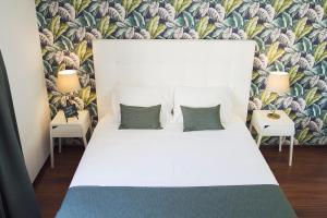 Cama ou camas em um quarto em Art 4 You Cascais Suites