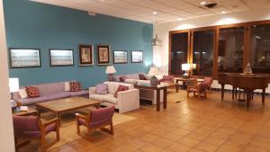 The lounge or bar area at Parador de Ceuta