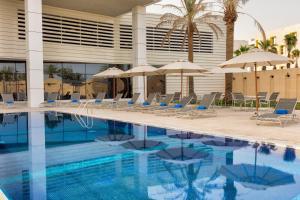 A piscina localizada em Park Inn by Radisson Hotel & Apartments Dammam Industrial City ou nos arredores