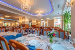 Hotel Polarisにあるレストランまたは飲食店