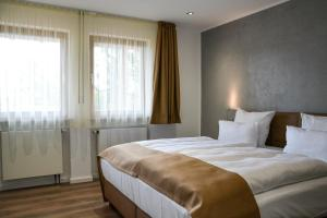 A bed or beds in a room at Hotel-Restaurant Kölbl