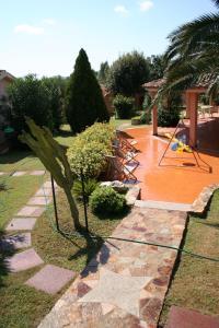 A garden outside Verdemare Sardegna Due Villette