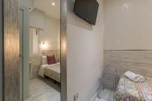 Cama o camas de una habitación en Hostal Met Madrid