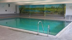Der Swimmingpool an oder in der Nähe von Hotel Reuterhof