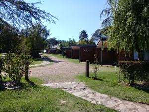 Jardín al aire libre en Brisas Del Rio Apart Hotel
