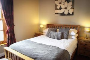 A bed or beds in a room at The Badger Inn