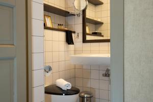 A bathroom at Hotell Fjällgården Ski-In Ski-Out