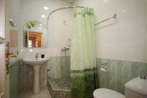 A bathroom at Bridge House Yerevan Armenia