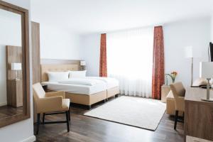 A bed or beds in a room at Hotel Meerzeit Binz